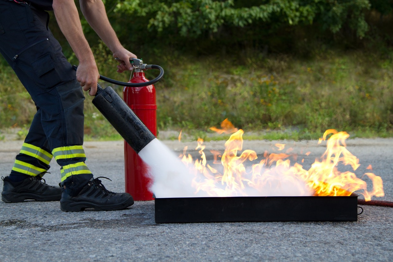 Équipier de première intervention sur feu réel